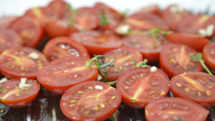Slow cooked tomatoes with thyme and garlic